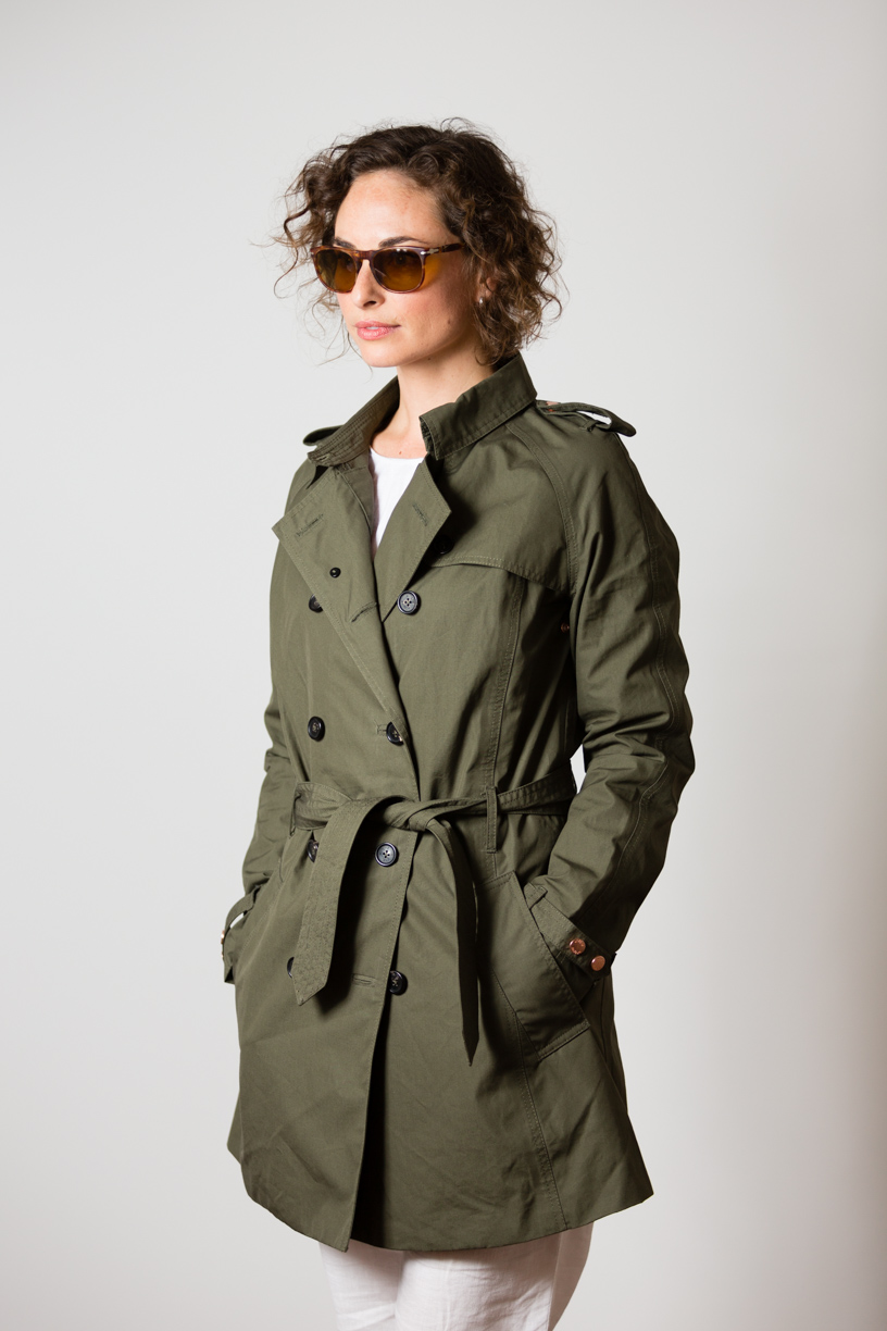 Katharina wearing the EtaProof Trench