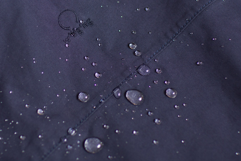 Detail of the water repelling fabric